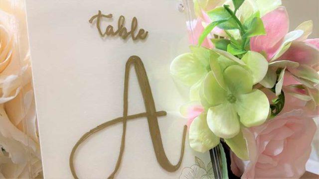 テーブルナンバーとお花