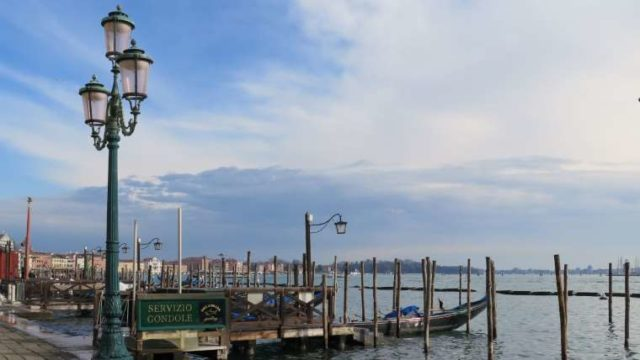ベネチアの港
