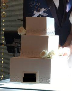 四角いウェディングケーキ