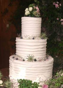 ボーダーの柄のケーキ
