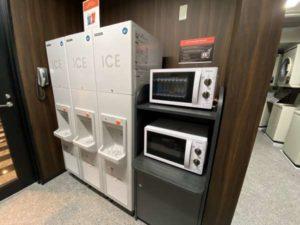 アパホテル両国の製氷機と電子レンジ